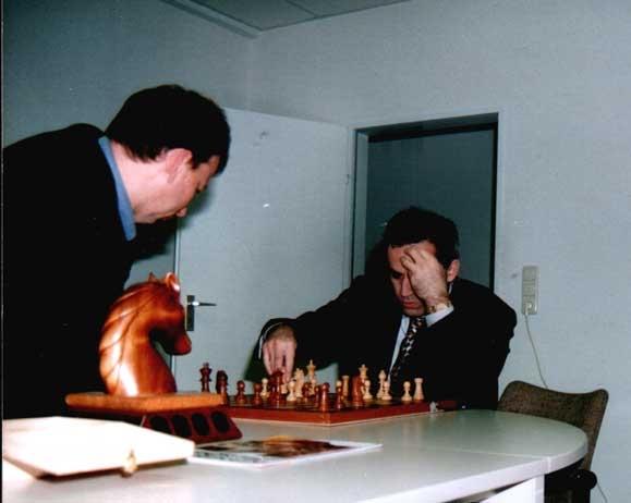 Kasparov spielt gegen Fritz