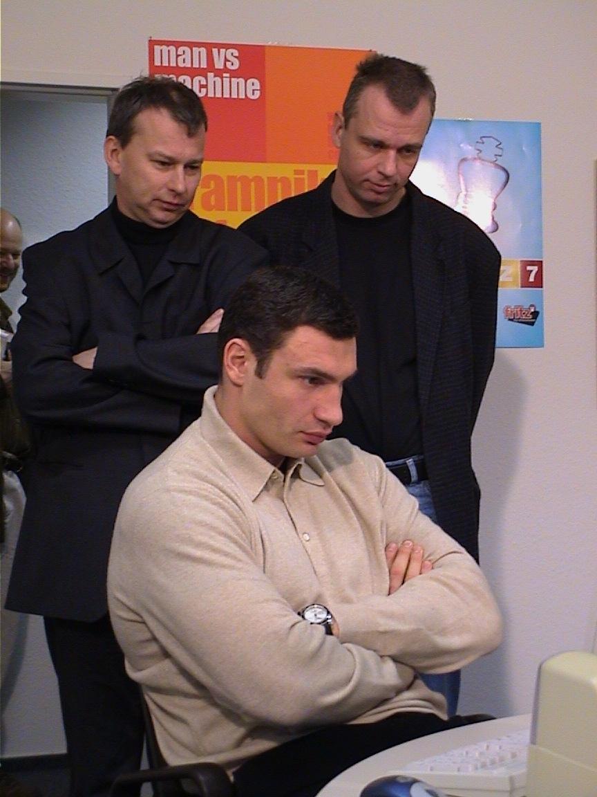 Vitaly Klitschko denkt nach, André Schulz und Oliver Reeh schauen zu