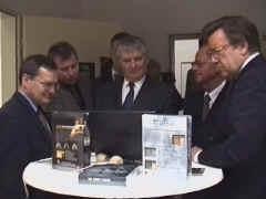 Eröffnung der neuen Schachbund-Geschäftsstelle in Berlin, 2000, mit Innenminister Otto Schily und Manfred von Richthofen, Präsident des Deutschen Sportbundes